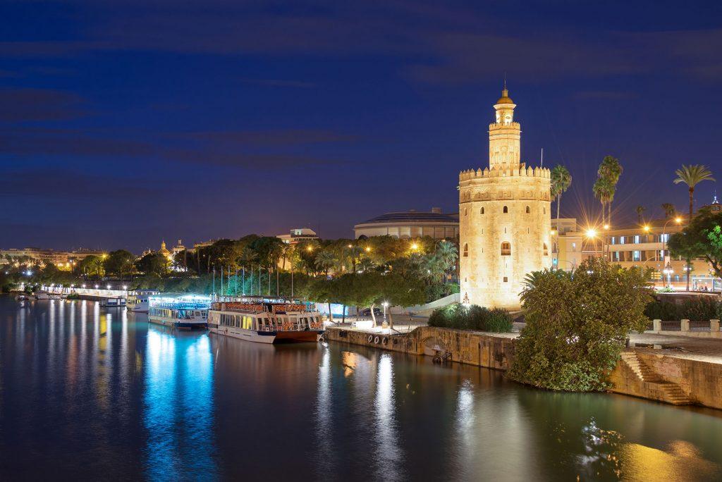 Descubrir-Sevilla-a-la-luz-de-la-luna-Apartamentos-en-Sevilla